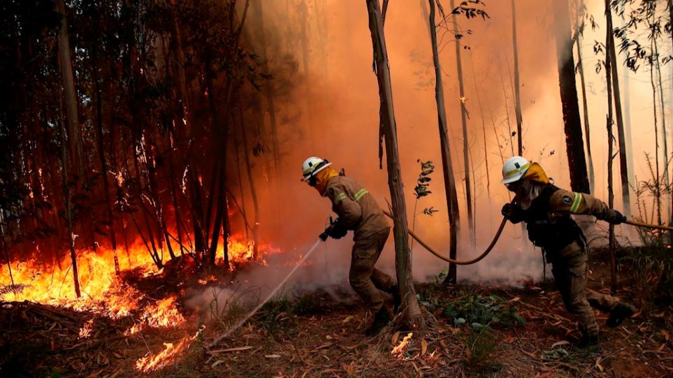 Πορτογαλία: Περίπου 600 πυροσβέστες αγωνίζονται να θέσουν υπό έλεγχο πυρκαγιά στην Αλγκάρβε