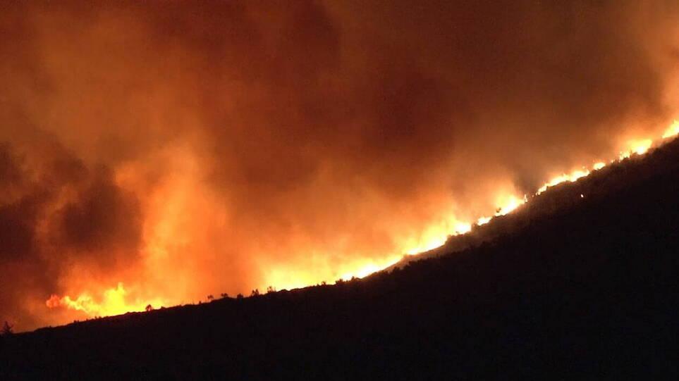 Μεγάλη φωτιά στον Φηγιά Καρύστου – Εκκένωση δυο οικισμών