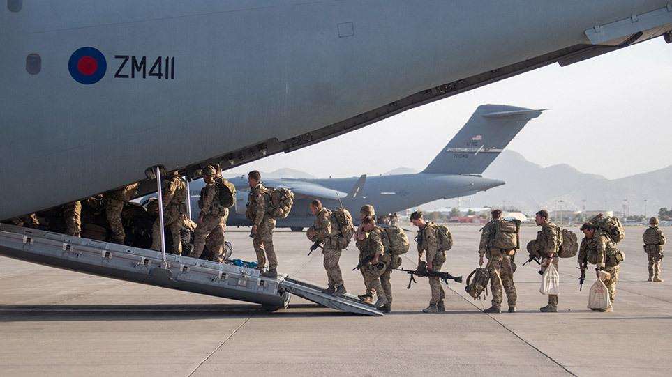 Αφγανιστάν: Αποχώρησαν οι ΗΠΑ – Ατιμωτικό φινάλε στον 20ετη πόλεμο
