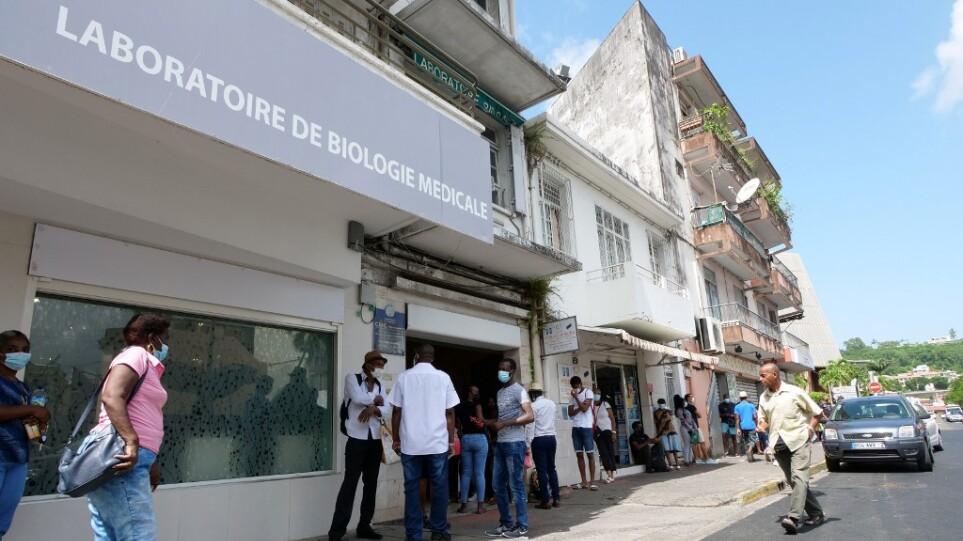 Μαρτινίκα: Καλούν τους τουρίστες να εγκαταλείψουν το νησί λόγω έξαρσης της πανδημίας