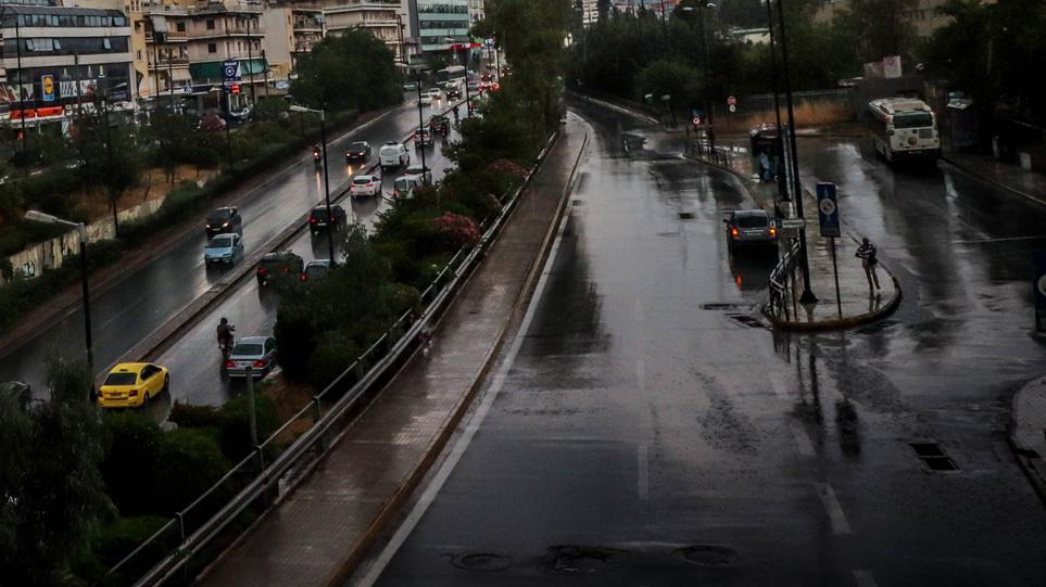 Καιρός: Έρχονται βροχές και καταιγίδες την Παρασκευή – Πού θα «χτυπήσει» η κακοκαιρία