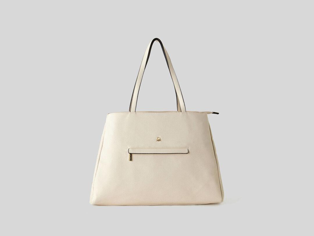 Επιστροφή στην πόλη! Η tote bag θα αποθηκεύσει με στυλ όλα όσα χρειάζεσαι καθημερινά