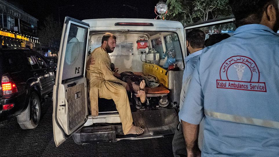 Τρόμος στην Καμπούλ: Ξεπέρασαν τους 100 οι νεκροί της επίθεσης του ISIS – «Θα το πληρώσουν» λέει ο Μπάιντεν