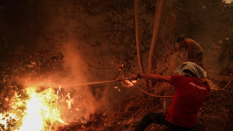 Φωτιές: Μάχη με τις φλόγες συνεχίζουν να δίνουν οι πυροσβεστικές δυνάμεις σε Ηλεία, Λακωνία, Μεσσηνία