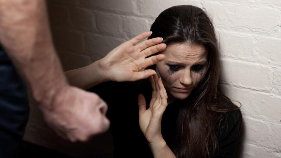 Κρήτη: Γερμανός συνελήφθη για τον ξυλοδαρμό της σύζυγου του κατά τη διάρκεια των διακοπών τους