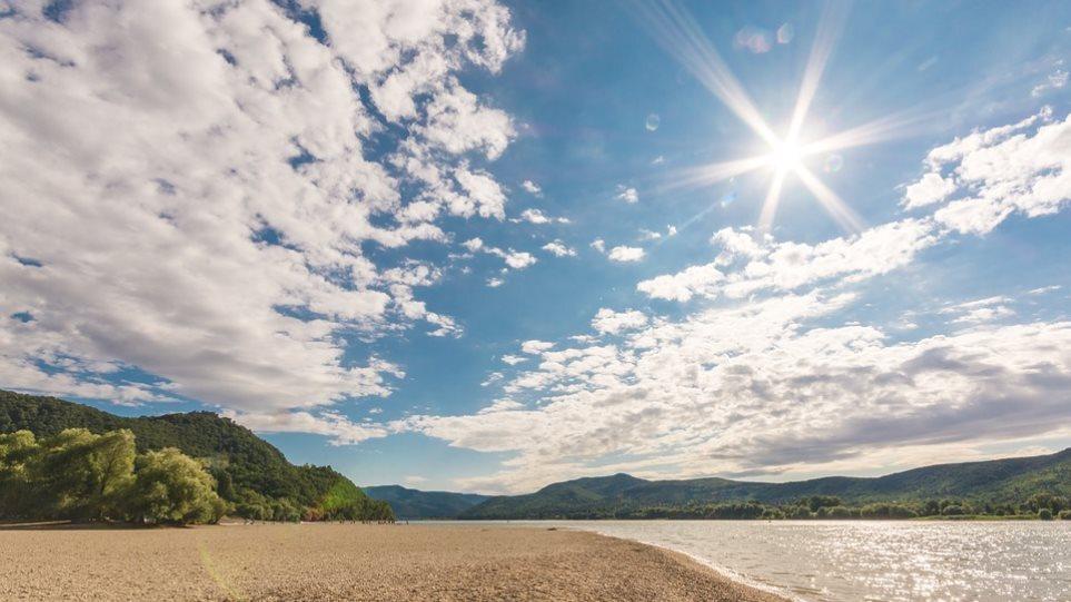 Καιρός: Ηλιόλουστη Κυριακή με μικρή άνοδο της θερμοκρασίας – Στους 31 βαθμούς ο υδράργυρος σήμερα