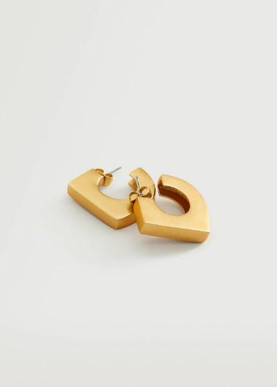 Η Κατερίνα Καινούργιου με το πιο hot trend στα αξεσουάρ- Τα oversized σκουλαρίκια επιστρέφουν!
