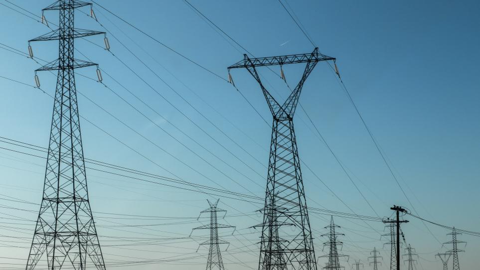 ΥΠΕΝ: Εξετάζονται μέτρα για τον περιορισμό των επιπτώσεων της αύξησης τιμών του ρεύματος