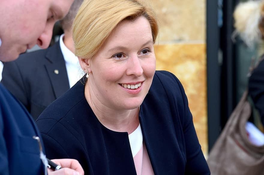 Φραντσίσκα Γκίφεϊ: Η πρώτη γυναίκα δήμαρχος στο Βερολίνο