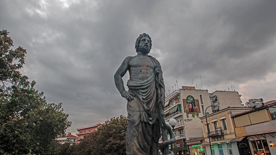 Καιρός στην Αθήνα: Συννεφιά και πτώση της θερμοκρασίας από σήμερα το βράδυ – Δείτε χάρτες του meteo