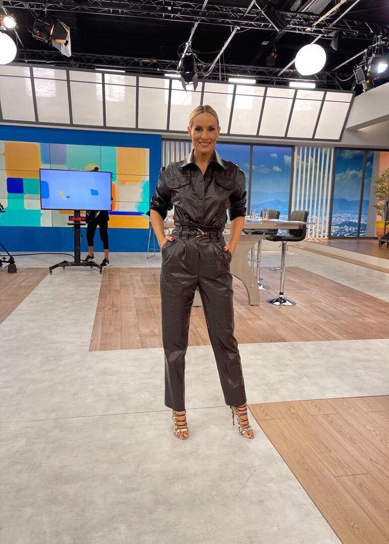 Η Ελεονώρα Μελέτη με την ωραιότερη eco leather ολόσωμη φόρμα