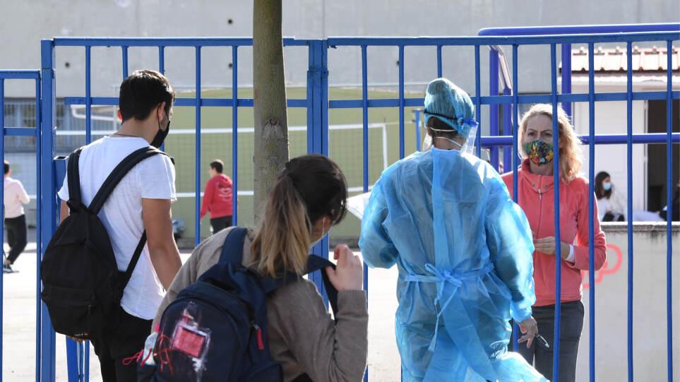 Σχολεία- Κορωνοϊός: Αισιοδοξία μετά την πρώτη εβδομάδα λειτουργίας – Ελάχιστα κρούσματα, κανένα τμήμα κλειστό