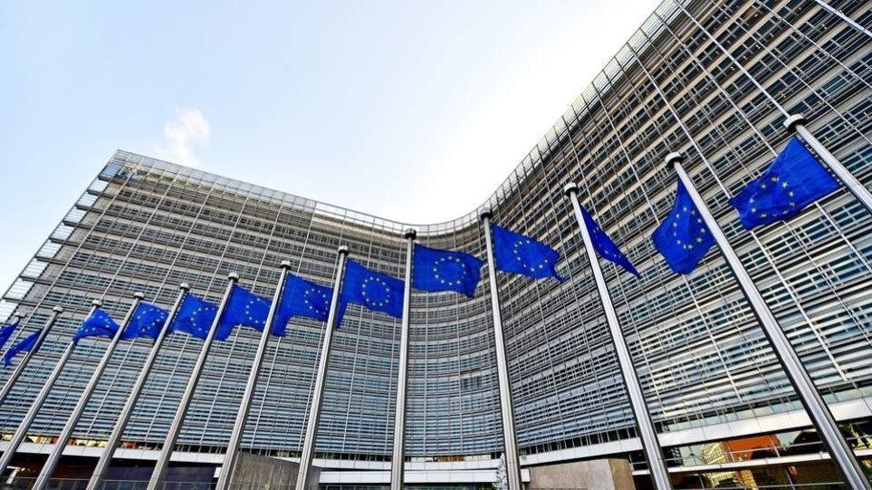 ΕΕ: «Χαιρετίζουμε τη άρση των ταξιδιωτικών περιορισμών για τους εμβολιασμένους Ευρωπαίους»