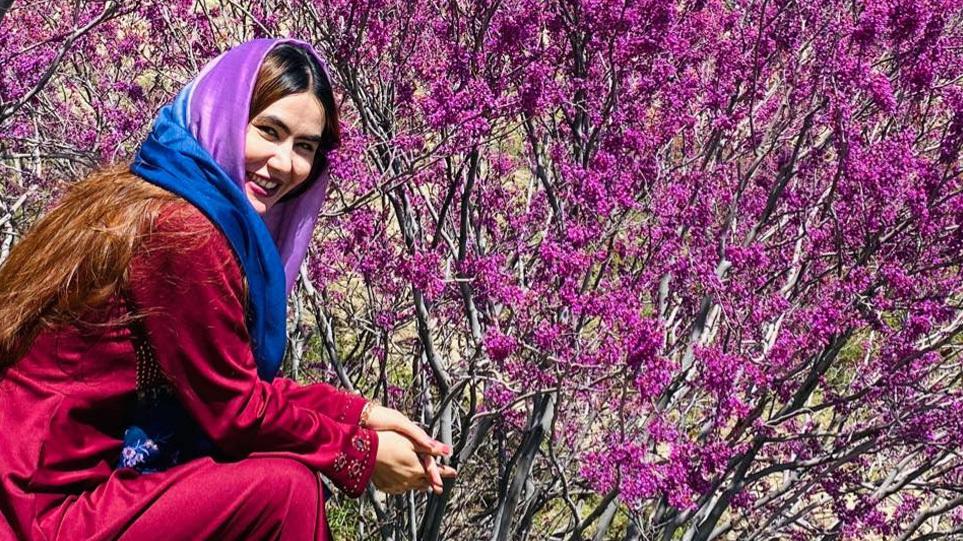 Γκουλαφρόζ Εμπτεκάρ: Το σύμβολο χειραφέτησης των γυναικών στο Αφγανιστάν μιλά για τις θηριωδίες των Ταλιμπάν