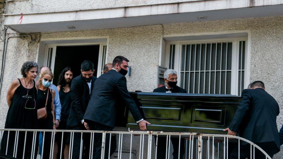 Μίκης Θεοδωράκης: Γιατί η σορός του έφθασε στη Μητρόπολη με δύο ώρες καθυστέρηση