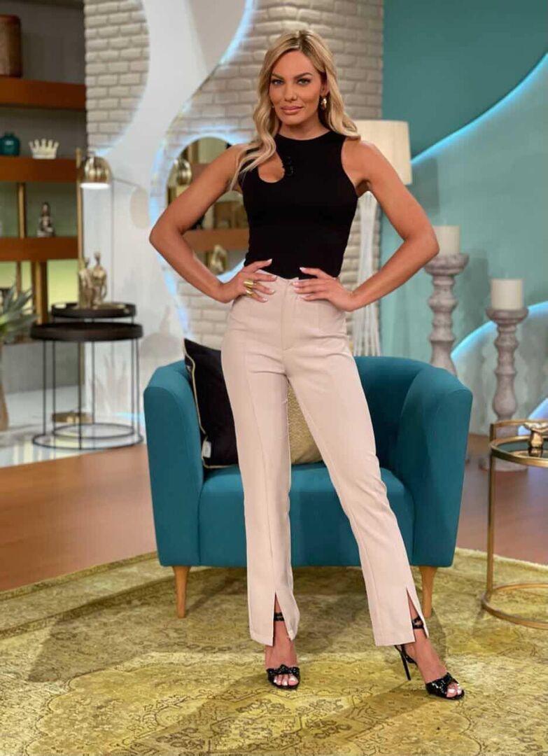 Cut-out queen! Η Ιωάννα Μαλέσκου με το πιο hot κορμάκι της σεζόν (photos)
