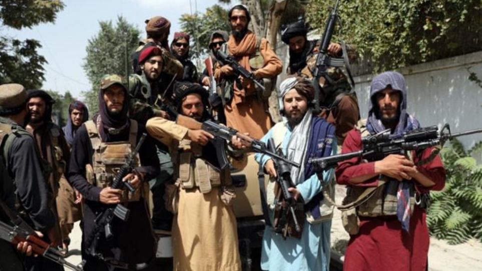 Πακιστάν: Η βία κλιμακώνεται μετά την κατάληψη της εξουσίας στο Αφγανιστάν από τους Ταλιμπάν