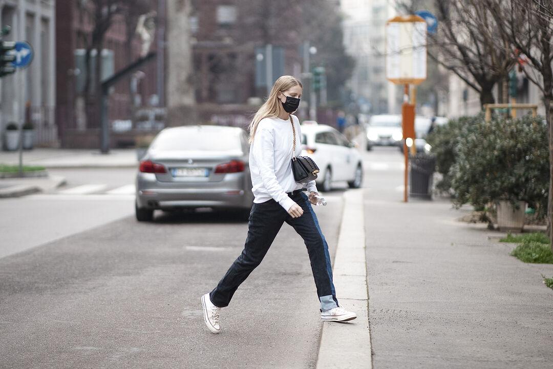 Street Style Inspo: Τα long sleeve είναι ξανά πρωταγωνιστές! Έτσι θα τα φορέσεις το φθινόπωρο 2021