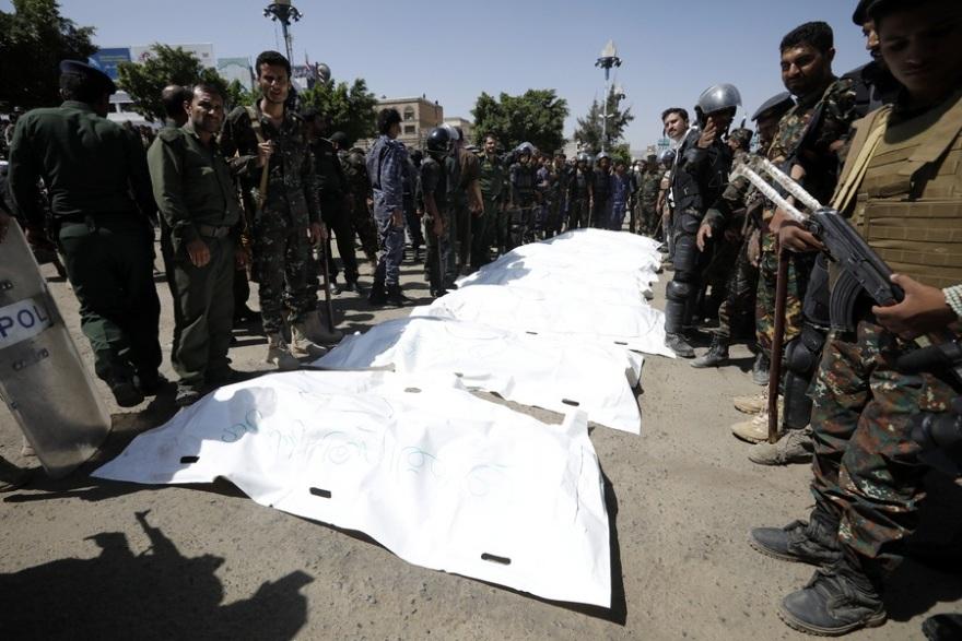 Υεμένη: Αντάρτες Χούθι εκτέλεσαν δημόσια 9 «κατασκόπους» – Τους πυροβόλησαν σε κεντρική πλατεία