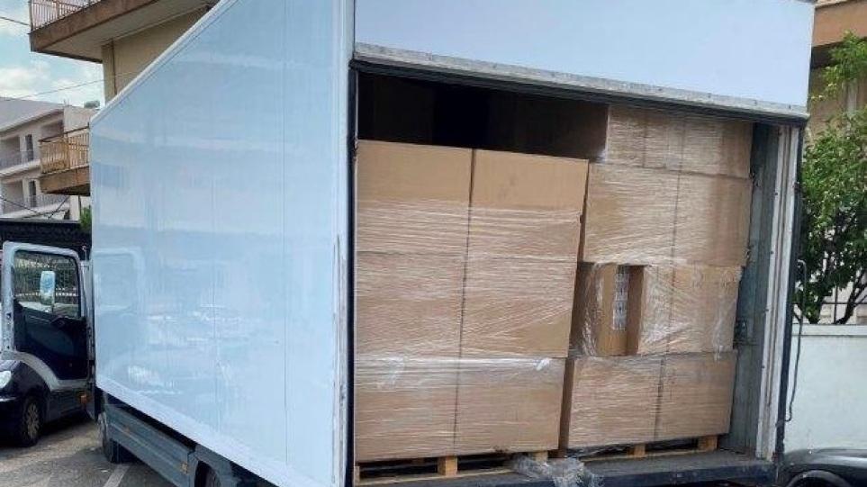 Βρέθηκε φορτηγό με 165.000 πακέτα λαθραία τσιγάρα στον Ασπρόπυργο