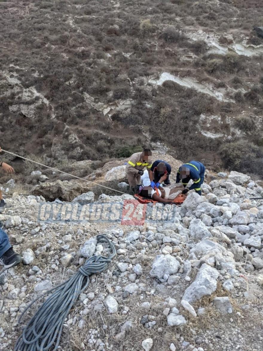 Τροχαίο-σοκ στη Σαντορίνη: Έπεσαν με «γουρούνα» σε γκρεμό 20 μέτρων – Δύο τουρίστριες τραυματισμένες – Δείτε φωτογραφίες