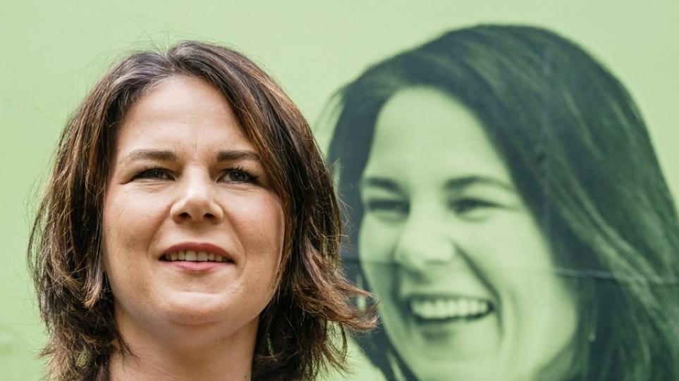 Γερμανία: Η Μπέρμποκ «κλείνει το μάτι» για συγκυβέρνηση με το SPD