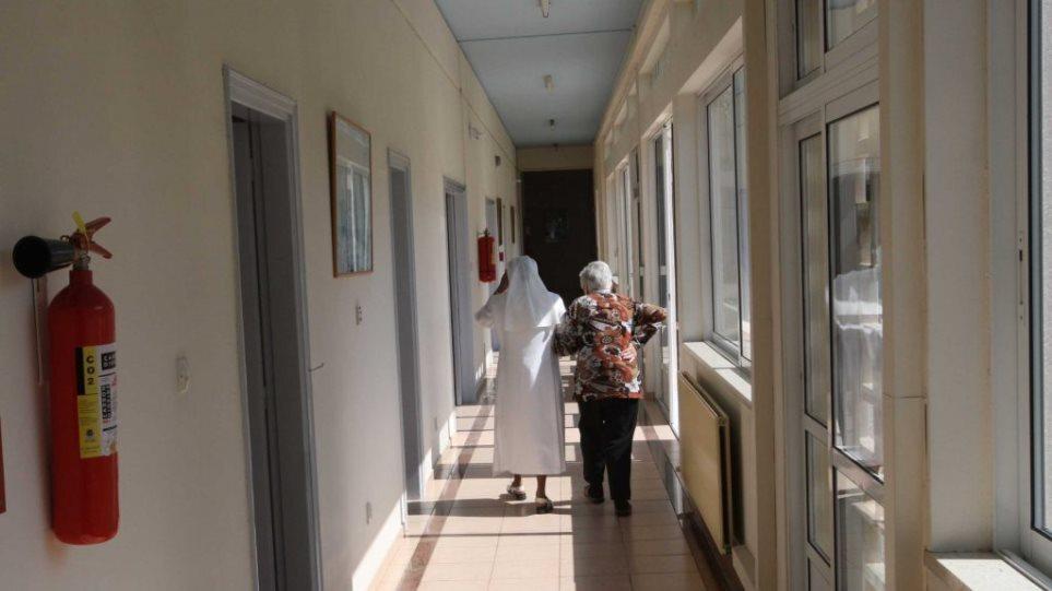 Συναγερμός σε γηροκομείο στη Λαμία: Εντοπίστηκαν 15 κρούσματα