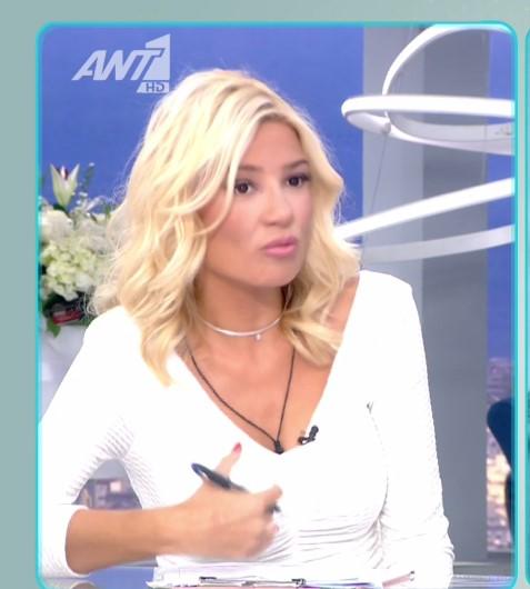 Η Φαίη Σκορδά φόρεσε το total white look όπως καμία άλλη (photos)