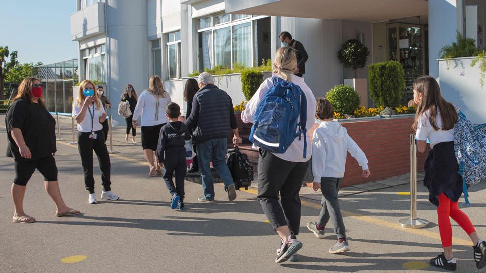 Αυξάνονται τα κρούσματα σε παιδιά  – Ανησυχία ενόψει του ανοίγματος των σχολείων