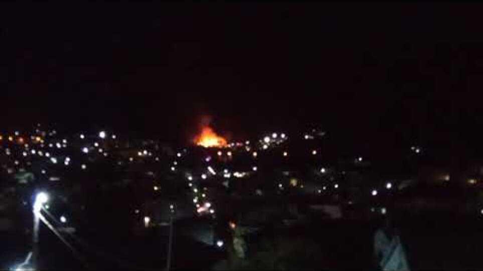 Σάμος: Πυρκαγιά στο ΚΥΤ στο Βαθύ – Εκκενώνεται η δομή – Δείτε βίντεο