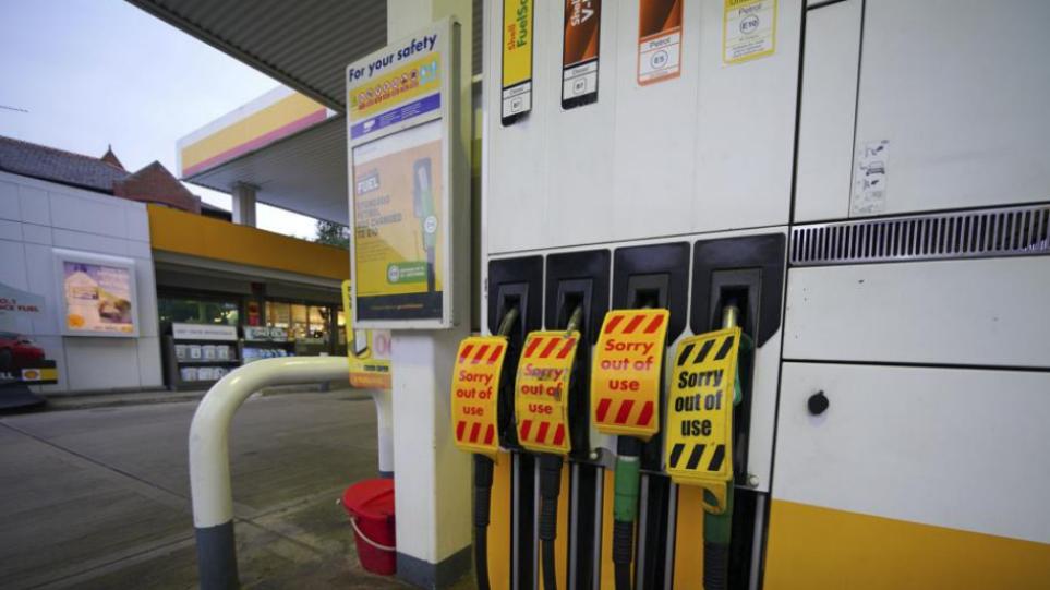 Χωρίς βενζίνη και θέρμανση κινδυνεύουν να μείνουν οι Βρετανοί τον χειμώνα