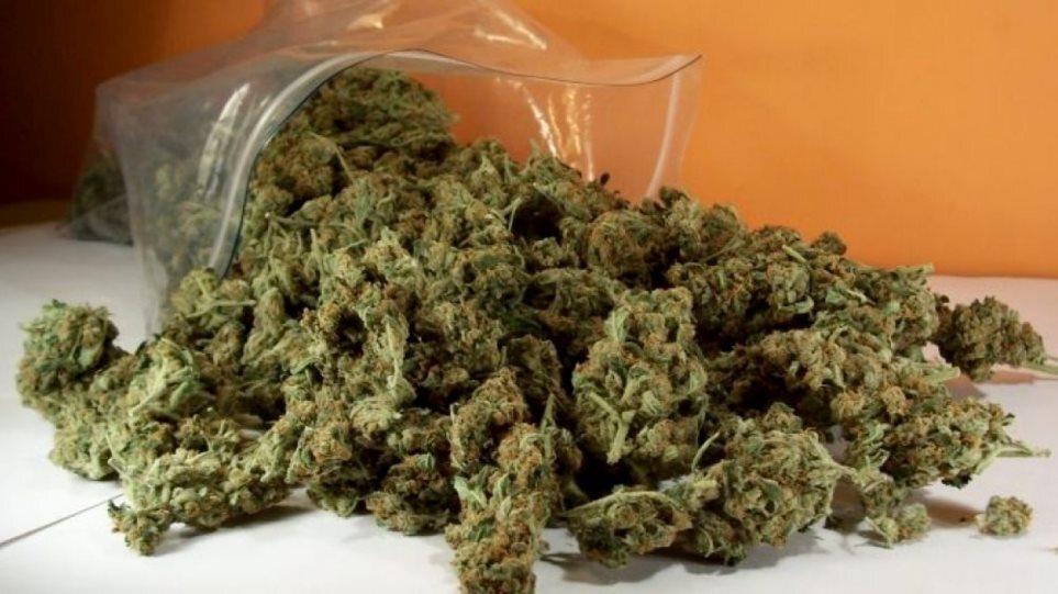 Πειραιάς: Τρεις συλλήψεις για διακίνηση ναρκωτικών – Βρέθηκαν πάνω από 30 κιλά κάνναβης