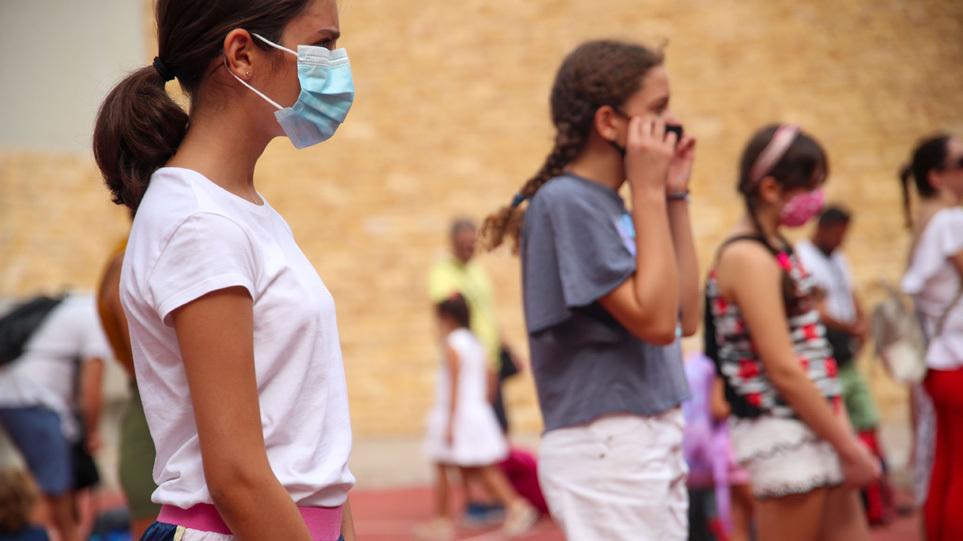 Κορωνοϊός: Παιδί ή έφηβος 1 στα 4 νέα κρούσματα – Μεγαλύτερη διασπορά στους νέους προβλέπουν οι ειδικοί