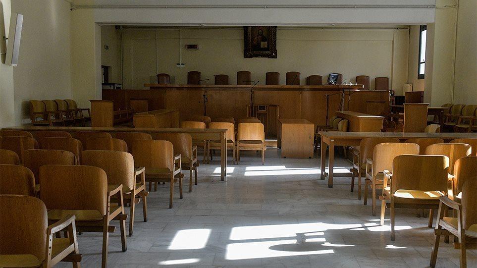Σε εμβολιασμό καλεί τους δικηγόρους η Ολομέλεια Δικηγορικών Συλλόγων