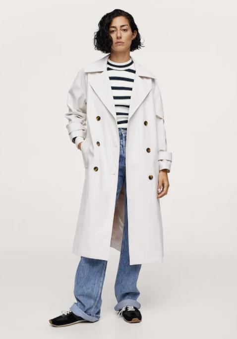 Street Style Inspo: Το λευκό πανωφόρι είναι το key item για τη φθινοπωρινή σου γκαρνταρόμπα