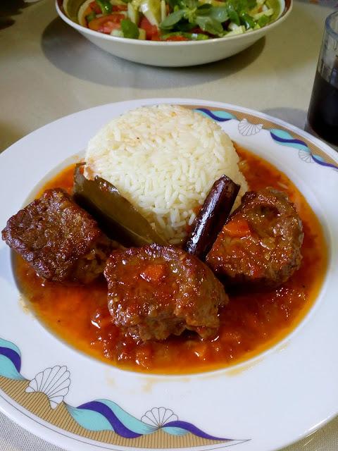 Κοκκινιστό μοσχαράκι με ρυζάκι … μαμαδίστικο και πεντανόστιμο !!!
