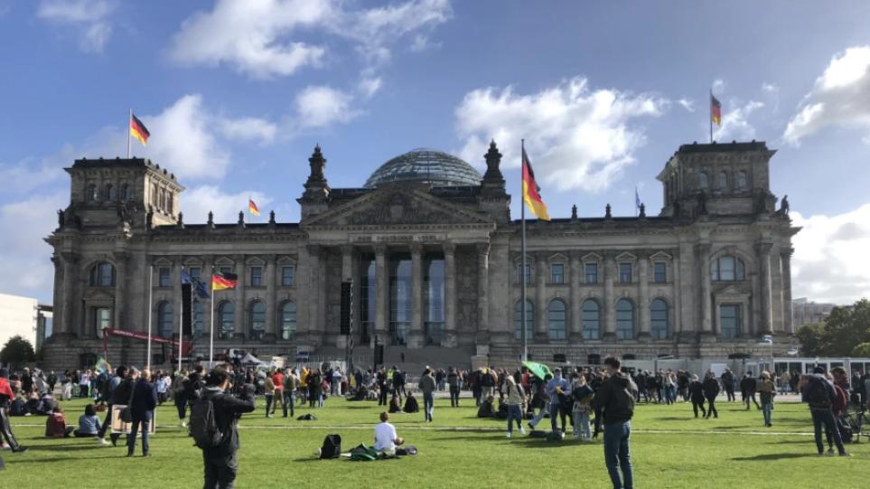 Γερμανία: Άρμιν Λάσετ ψηφίζει το 53% των αναγνωστών της ιστοσελίδας «Bild» και Όλαφ Σολτς το 47%