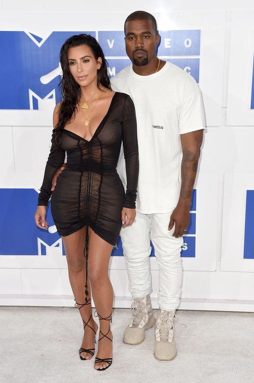 MTV VMAs 2021: 15 glam εμφανίσεις στο κόκκινο χαλί που θυμόμαστε ακόμη (photos)