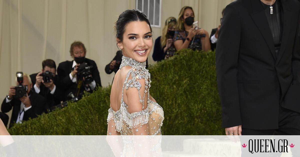 Οι celebrities όρισαν το trend! Tα εσώρουχα είναι in fashion να φαίνονται μέσα από τα ρούχα