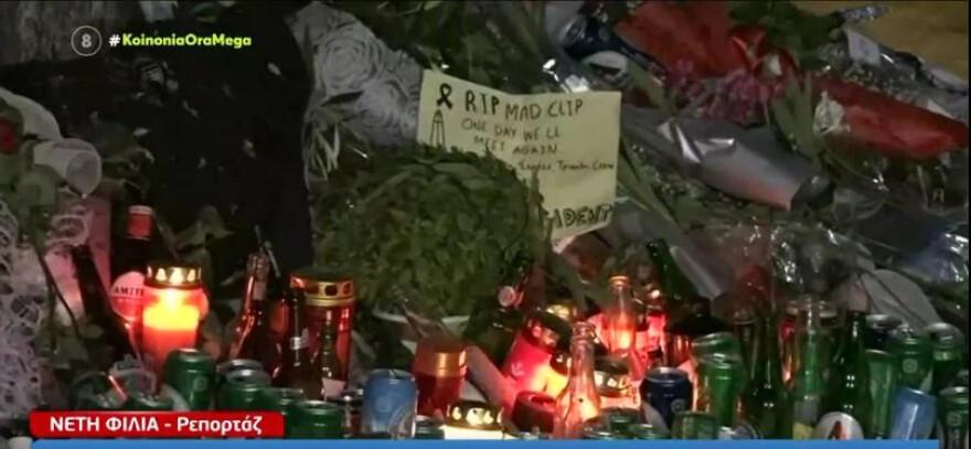 Mad Clip: Χιλιάδες κόσμου στο σημείο που σκοτώθηκε – Άφησαν κεριά και σημειώματα