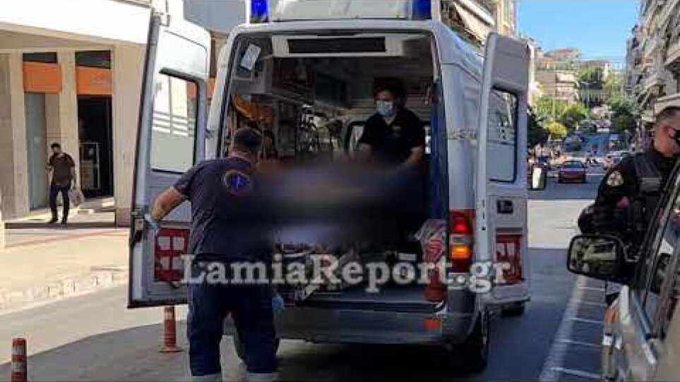 Λαμία: Πήγε να αυτοκτονήσει με ξυράφι στο κέντρο της πόλης – Δείτε βίντεο