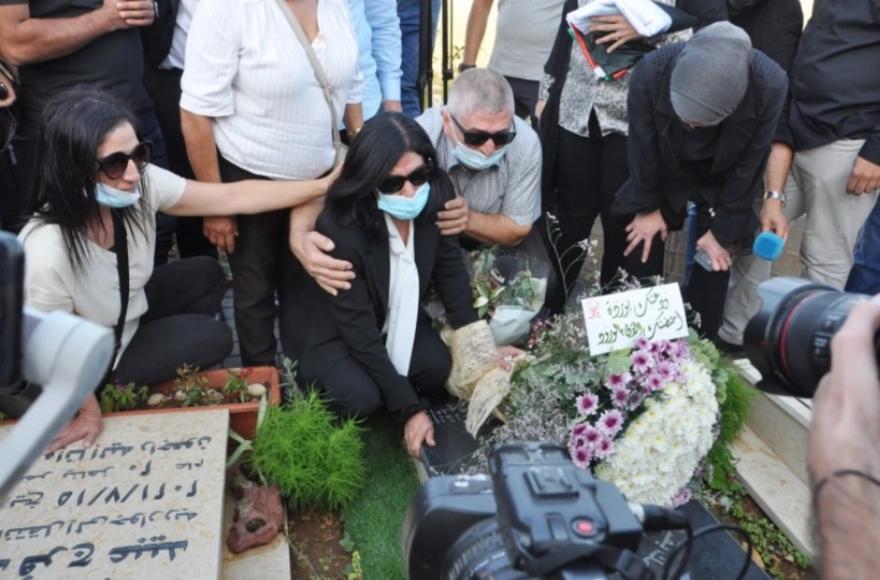 Παλαιστίνη: Ελεύθερη η Χαλίντα Τζαράρ έπειτα από δυο χρόνια σε φυλακή του Ισραήλ – Δείτε βίντεο