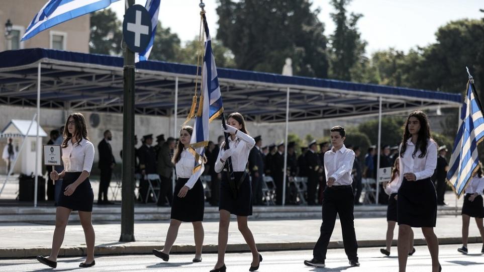Βασιλακόπουλος: Παρελάσεις μόνο με εμβολιασμένους ενηλίκους και υποχρεωτική μάσκα για μαθητές