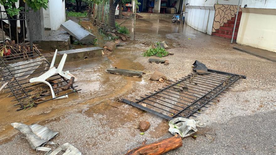 """Η κακοκαιρία Αθηνά """"σάρωσε"""" Εύβοια και Λάρισα – Πλημμύρες, κατολισθήσεις και αποκλεισμένοι δρόμοι"""
