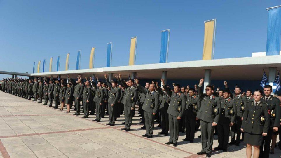 """Μανωλάκος για την ελάχιστη βάση εισαγωγής στις Στρατιωτικές Σχολές – """"Μένουν κενές 116 θέσεις"""""""