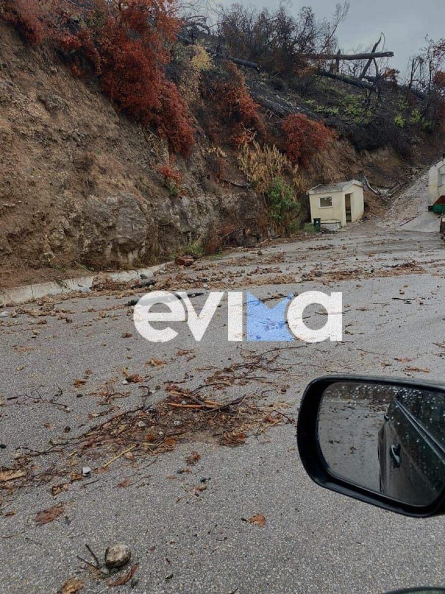 """Κακοκαιρία """"Αθηνά"""": Πλημμύρες και κατολισθήσεις στην Εύβοια – Πού έχει """"κοπεί"""" στη μέση ο δρόμος"""