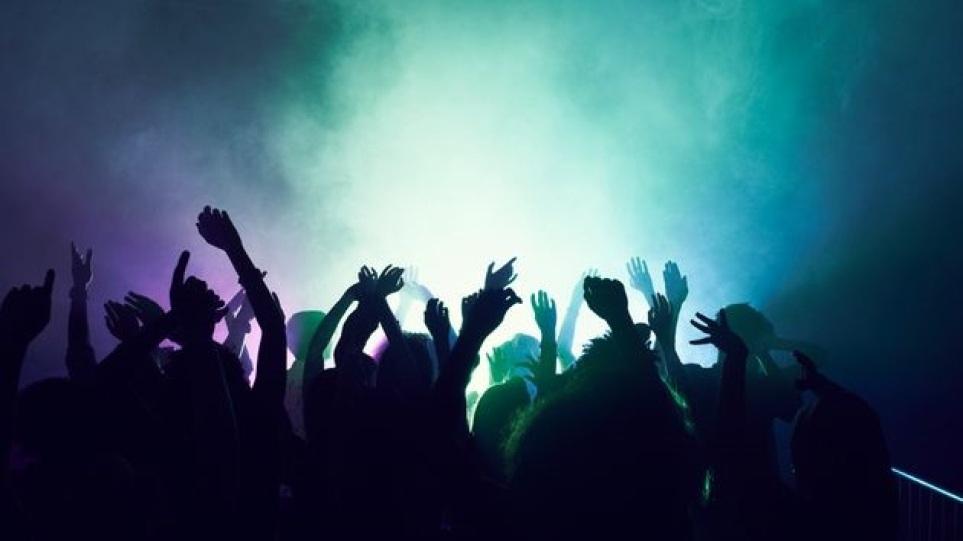 Πρόστιμο 50.000 ευρώ σε 46χρονη για κορωνοπάρτι με 100 άτομα στο Μεσημέρι Θεσσαλονίκης