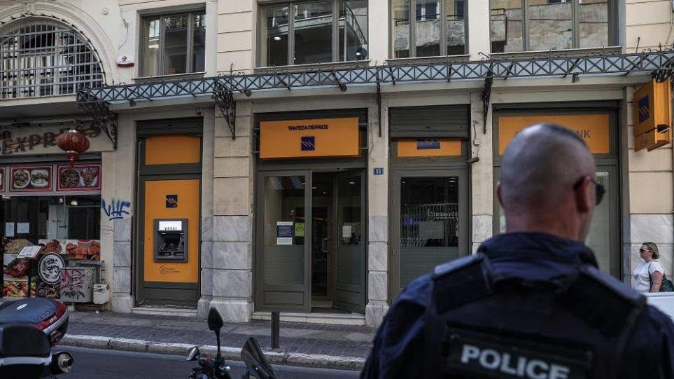 Προφυλακιστέος ο 33χρονος και η φίλη του για τη ληστεία τράπεζας στη Μητροπόλεως