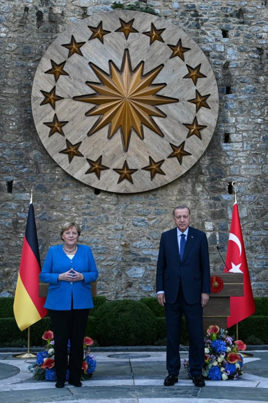 """""""Αγαπητή Άνγκελα"""": Προκλητικός έναντι της Ελλάδας ο Ερντογάν ακόμα και στην τελευταία του συνάντηση με Μέρκελ"""
