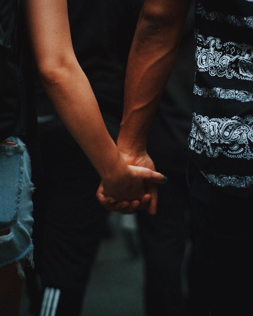 Dating apps: Τα 6 πράγματα που θα σε οδηγήσουν σε μια επιτυχημένη γνωριμία